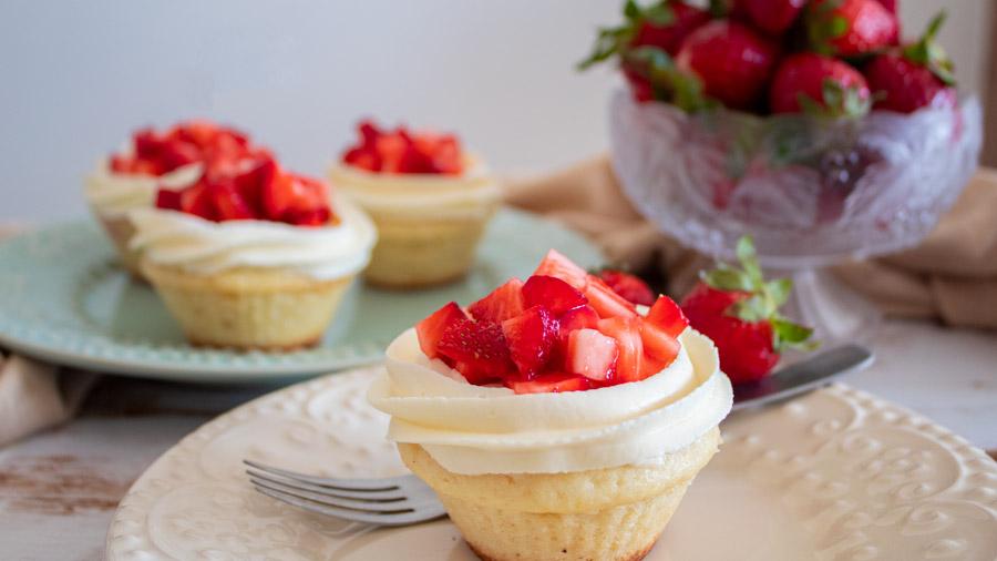 Cupcakes de frutilla y queso crema