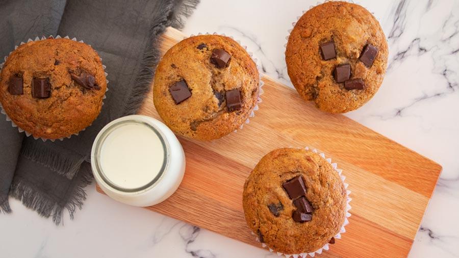 Muffins de banana, chocolate y manteca de maní
