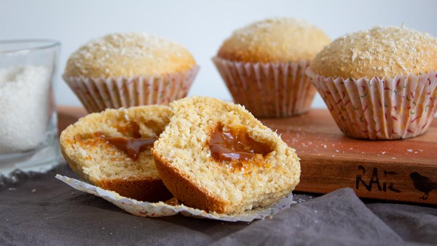 Muffins de coco rellenos